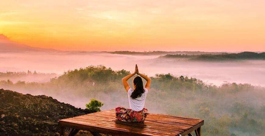 این تمرین استرس را کم می کند به ذهن یاد می دهد چطور خواسته ها و مشغله های ذهنی و وسوسه های دیگر را با هم مدیریت کند.